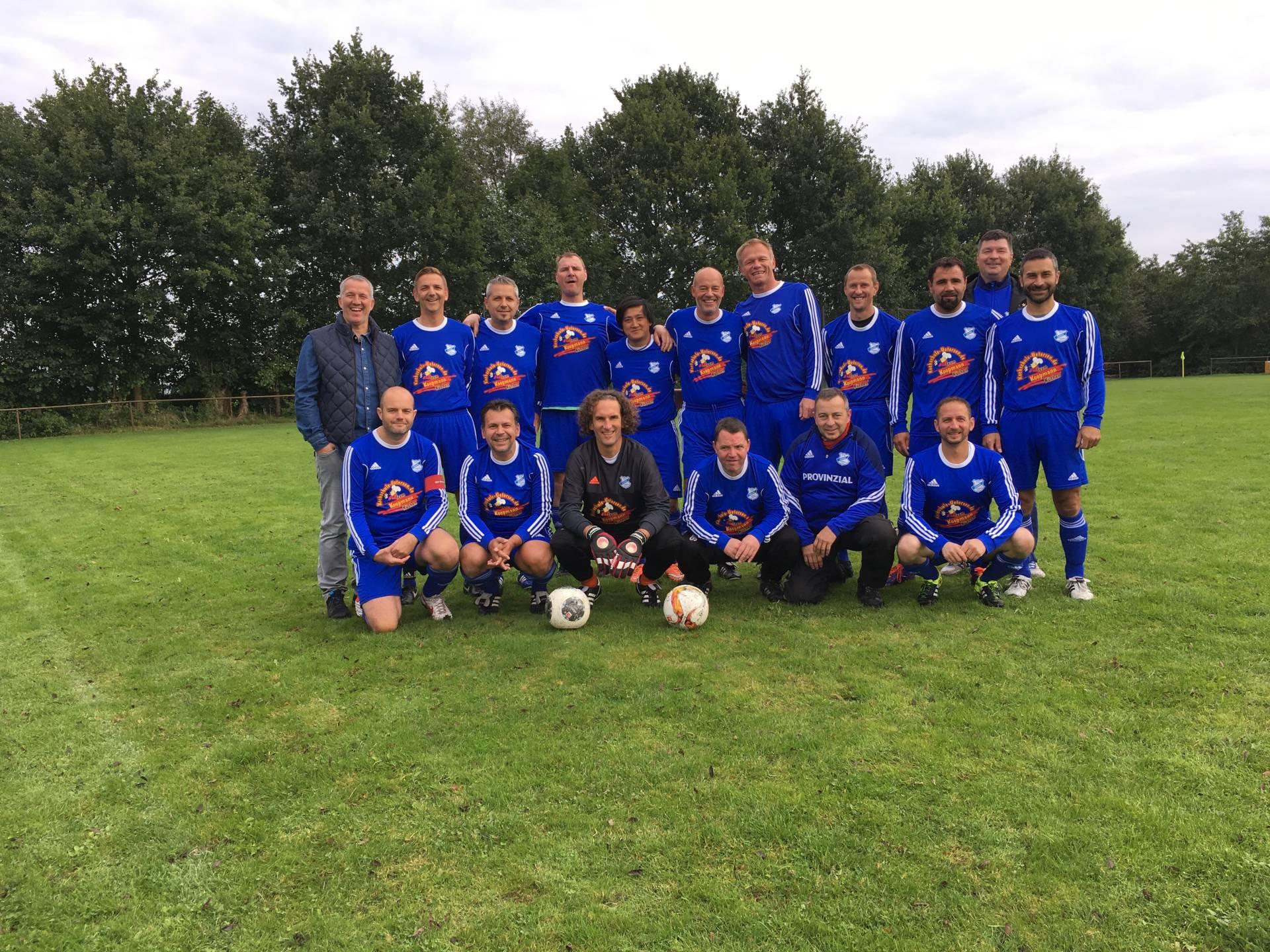 1. und 2. Senioren beim Freundschaftsspiel gegen die HSV Altliga